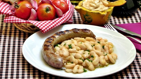 botifarra amb mongetes comida tipica da catalunya