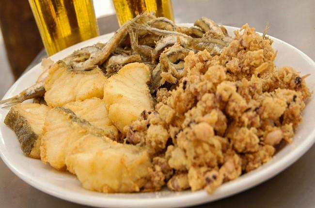 pescaito frito. tapa tipica do sul da espanha
