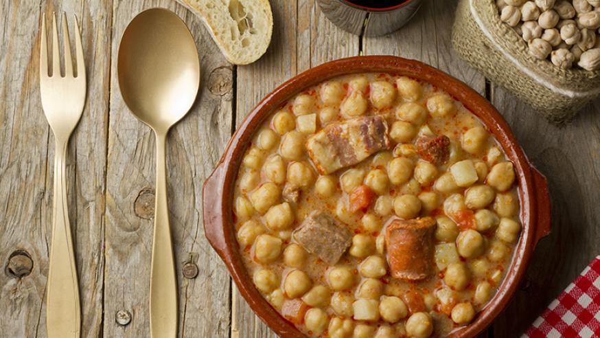 cocido madrileno um prato tipico espanhol da cidade de madrid