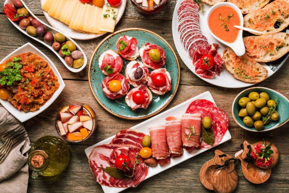 Turismo gastronômico na Espanha - mesa de tapas
