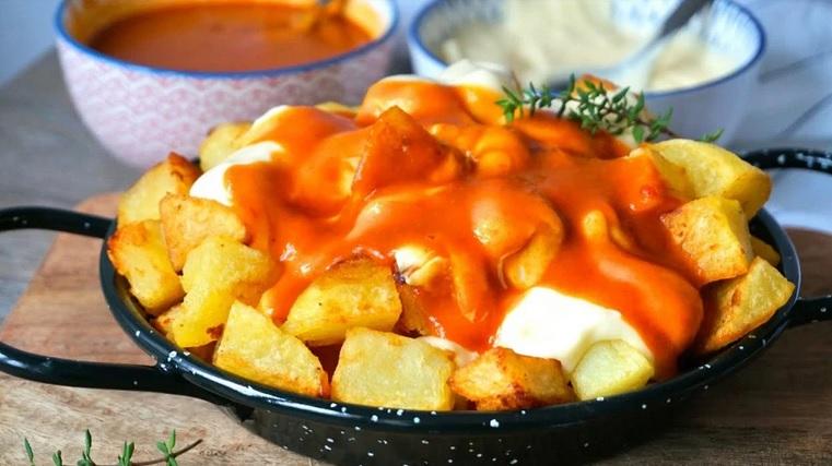patatas bravas as batatas fritas espanholas