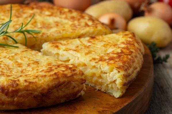 tortilla de patatas a tapa mais popular da espanha