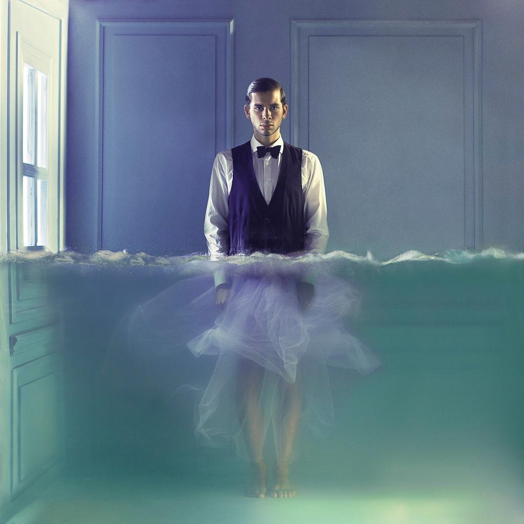 Lara Zankoul - Fotógrafa surrealista homem embaixo da agua vestido