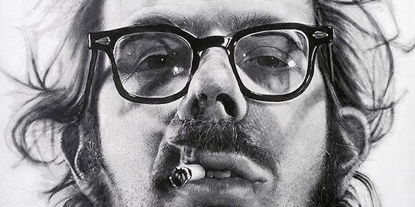 pintura hiper-realista de Ron Mueck de um homem de oculos fumando